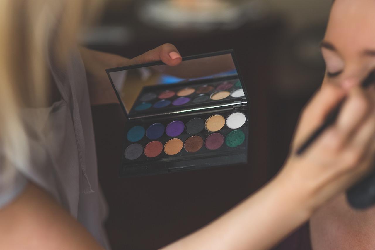 10 Makeup techniques to slim your face